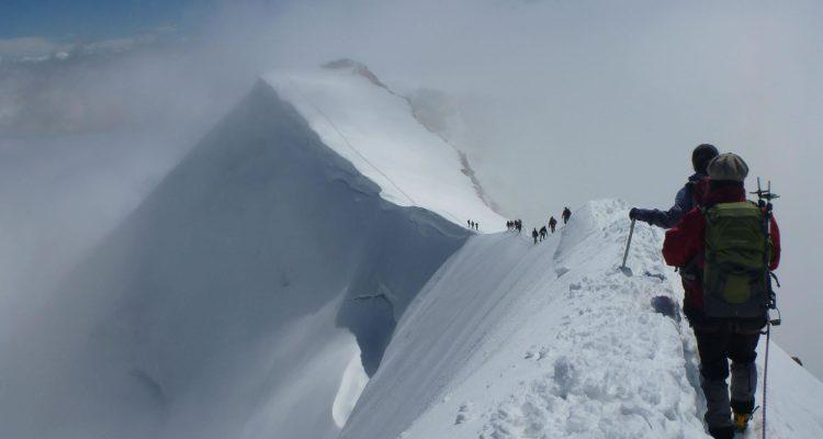 Tharpu-Chuli-climbing